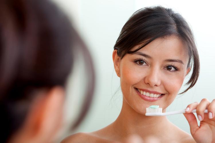 Cómo cepillarse los dientes correctamente